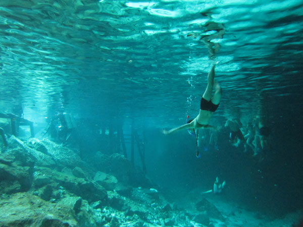 swimmers-cenote-dos-ojos